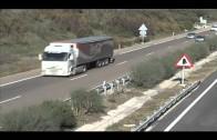 Bomberos rescatan a un vecino de Algeciras que cayó por un puente en la A-381 tras dejar su coche