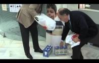 El alcalde abre la campaña de recogida de briks de leche que desarrolla CaixaBank en sus oficinas