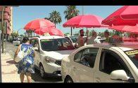 Los taxistas se concentran para exigir sombras en las paradas