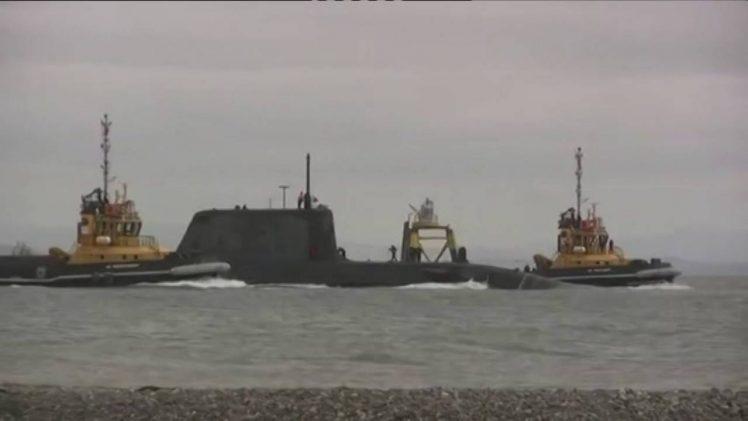 Un submarino nuclear británico colisiona con un buque en la costa del Peñón