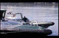 El piloto de una moto de agua arroja a dos inmigrantes al mar en Algeciras y uno muere ahogado