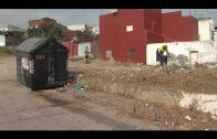 Algesa limpia y desbroza las calles La Perlita y Los Arcos