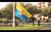 Las nuevas banderas de Algeciras y España ondean ya en la Plaza de la Constitución