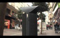 El Ayuntamiento renueva las papeleras de la Calle Regino Martínez