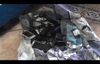 Bomberos de Algeciras extinguen un incendio en un locutorio