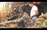 Los algecireños disfrutan de la tradición de Tosantos, en el Mercado Ingeniero Torroja
