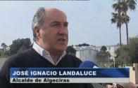 El alcalde visita el trabajo final de asfaltado de la calle Yate