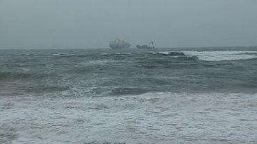 Continúa en alerta el Estrecho por temporal de levante