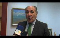 El alcalde felicita a los galardonados en el Día de Andalucía.
