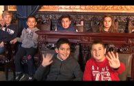 Un grupo de escolares conocen la historia del Salón de Plenos