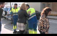 Emalgesa sigue con la limpieza de los imbornales en las barriadas de la ciudad