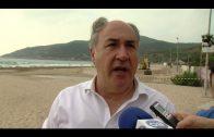 El alcalde supervisa los últimos trabajos de acondicionamiento de las playas
