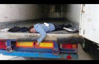 La Guardia Civil intercepta a dos inmigrantes irregulares ocultos en vehículos
