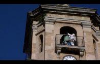 El Ayuntamiento adecenta el campanario de la iglesia de La Palma y varios muros de la ciudad