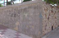 El Ayuntamiento continúa su campaña para tapar pintadas en los muros