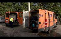 El Ayuntamiento limpia y repara los contenedores de basuras de San José Artesano