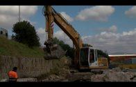 Comienza la reparación del muro que se cayó por las lluvias en la carretera Vieja de Los Barrios