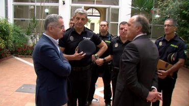 Landaluce visita las dependencias de la Policía Local ubicadas en el antiguo Hospital Militar