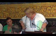 María José Jiménez,  abandona el Pleno alegando que no se le permite participar.