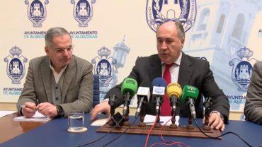 El alcalde se defiende ante las acusaciones del PSOE