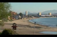 El Ayuntamiento recrece los muretes del paseo litoral de la playa de El Rinconcillo