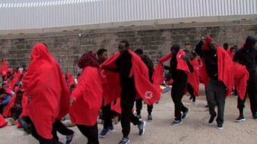 Salvamento rescata a más de 130   inmigrantes a bordo de cinco  pateras