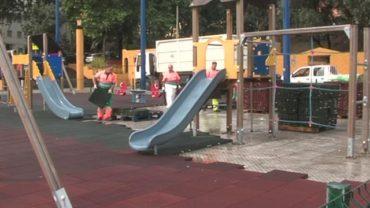 Ávila explica que el parque infantil de parque feria cambiará de parcela para permanecer fijo