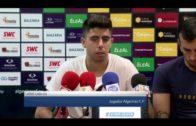 Los jugadores del Algeciras CF  dan las gracias a la afición