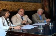 El alcalde felicita al pintor Antonio López Canales por la concesión del premio Ateneo