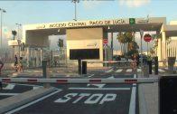 Los taxistas critican que el puerto mantenga cerrado el acceso central que inauguró el sábado