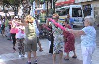 """Mayores  realizan una caminata y gimnasia en la Plaza Alta en el programa """"Vida saludable"""""""