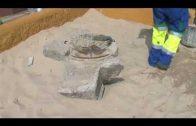 Emalgesa realiza trabajos de reposición y adecentamiento de las arquetas de la playa del Rinconcillo.