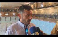 La delegación de deportes realiza obras de mejora en la piscina del pabellón.