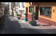 El alcalde  supervisa los trabajos de embellecimiento de la calle San Antonio