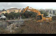 Emalgesa supervisa la demolición de un puente sobre el arroyo Cachón
