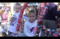 El tradicional arrastre de latas congrega a 30.000 personas