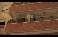 Los bomberos intervienen en un incendio de vivienda y rescatan a su ocupante atrapado en el balcón