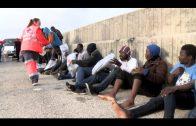 Rescatados en aguas del Estrecho los 30 ocupantes de una patera buscada desde el lunes