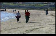 Rescatados frente a la playa del Rinconcillo los dos ocupantes de una embarcación averiada