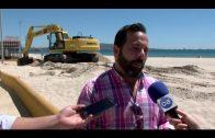 Puesta a punto en las playas de Algeciras antes del inicio de la temporada estival el 1 de junio