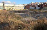 El Ayuntamiento limpia y desbroza la parcela pública de la calle Miguel Ángel Blanco en Huerta Siles