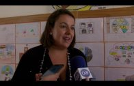 La delegada de educación visita una exposición filatélica en el colegio Blanca de los Ríos