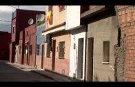 El Ayuntamiento limpia y desbroza las calles Río de la Miel, Pablo Díaz y Velázquez