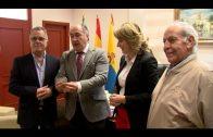 El alcalde felicita al Grupo Filatélico por la Medalla de Plata del Ministerio de Fomento