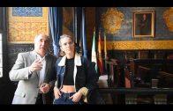 El alcalde recibe a la cantante algecireña Brisa Fenoy