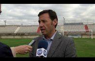 Javier Rodriguez Ros supervisa los trabajos para la mejora del Cesped del Nuevo Mirador