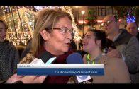 El alumbrado navideño ya luce en la ciudad y el Belén municipal en el edificio La Escuela