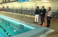 La delegación de deportes repara las barandillas de la piscina del pabellón