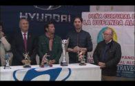 La Peña La Bufanda presenta sus trofeos de final de temporada.