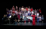 El coro infantil de la asociación La Bohemia se presenta al público